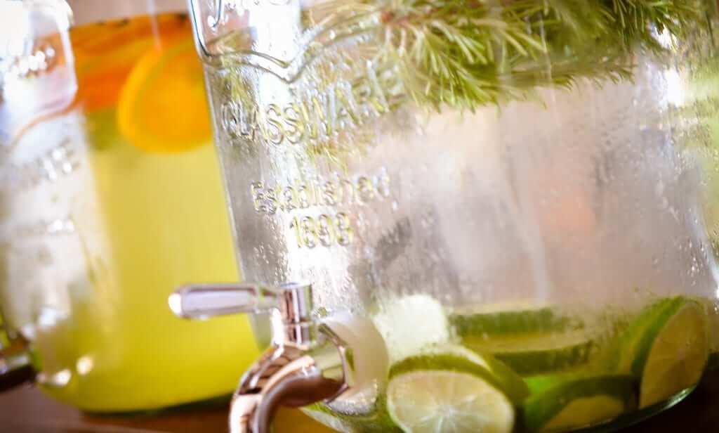 Erfrischende Getränke für die Hochzeit auf der Finca