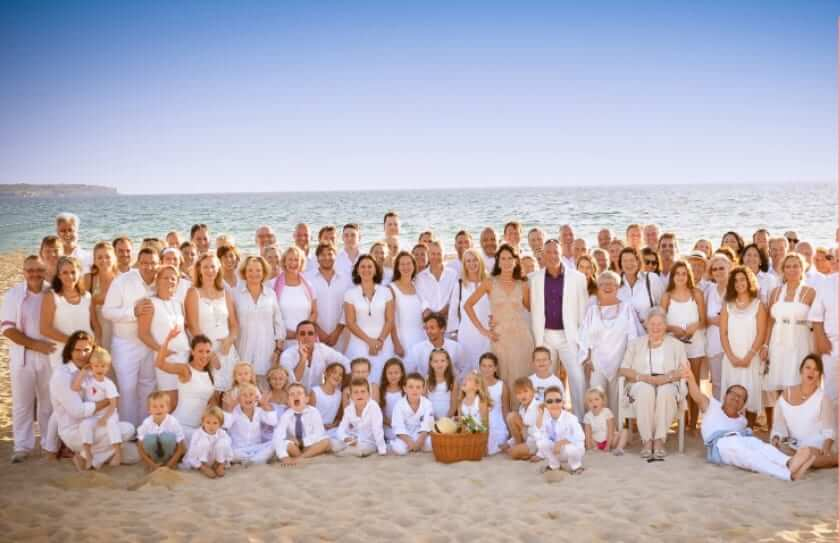 Zufriedene Gäste auf der Hochzeit auf Mallorca